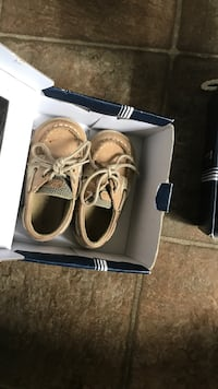 Linen/Oat Sperry boat shoes sz 4 Bristow, 20136