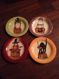 four round assorted halloween themed ceramic plates Toronto, M4G