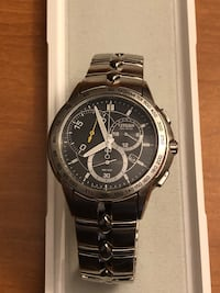 round black chronograph watch with silver link bracelet Fairmont, 26554
