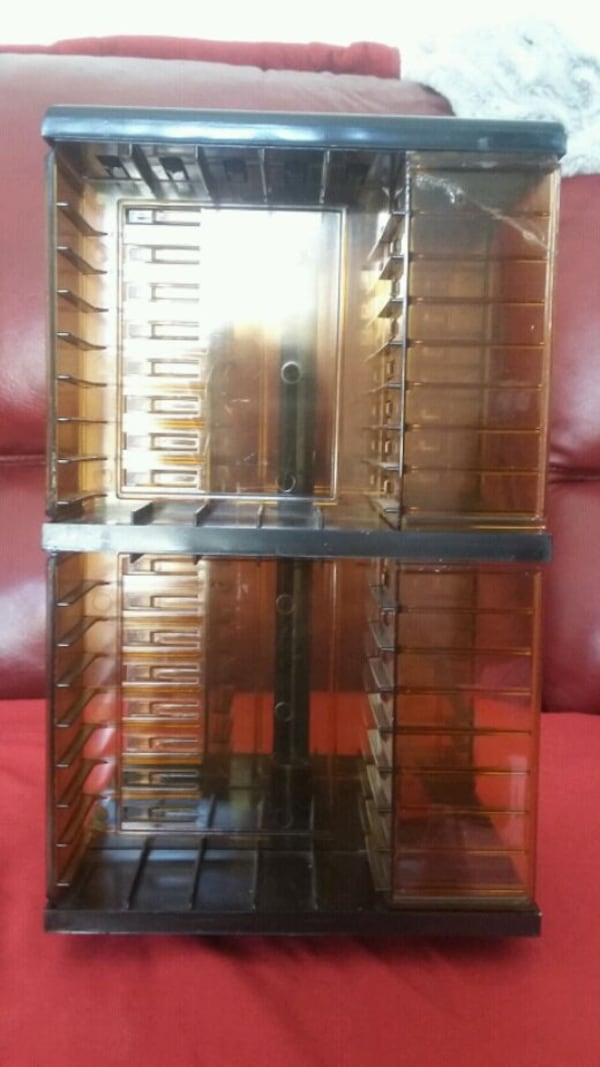 Vintage cassette holder: holds 40 cassettes 2