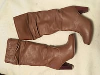 Beautiful pair of tan leather boots - size 6M