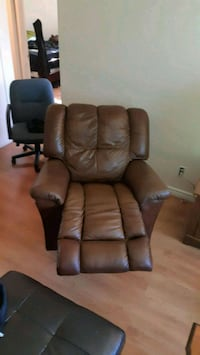 brown leather recliner sofa chair London, N5Z 3T3