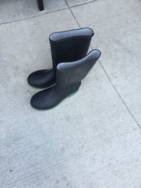 pair of black leather boots Winnipeg, R3X 0L5