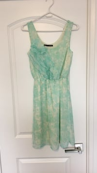 Sleeveless teal and white floral print summer dress size small Toronto, M3J 0G6