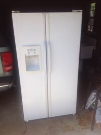 white side-by-side refrigerator with dispenser Downey, 90242