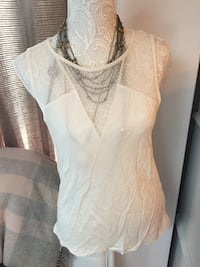 women's white floral scoop-neck top Mississauga, L5M 1B2
