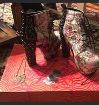 Floral high boot size 6 Skillman, 08558