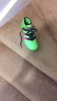 Addias ace 16.2 solar green cleats size 10.5 perfect condition