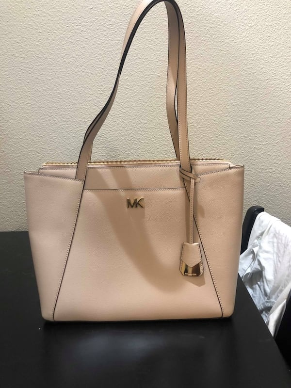 Michael Kors purse 292a7278-34df-4ac9-9090-918c7a95e6fb