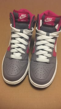 Gray-and-pink nike dunk high shoes Toronto, M6N 4Z9