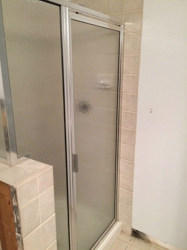 Used Shower glass and Frame for sale in Minneapolis - letgo