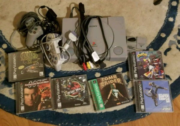 PS1 w/ 6 games, 2 controllers & memory cards