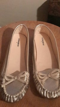 gray No Boundaries leather flats Columbus, 43211