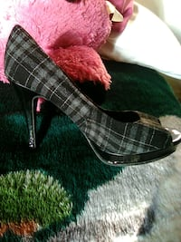 Nice shoes $5 size 8 and 1/2 Davenport, 52802