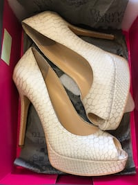 VINCE CAMUTO high heels size 6.5 Richmond Hill, L4C 8Y1