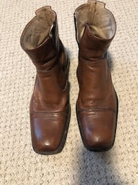 pair of brown leather boots Feasterville Trevose, 19053