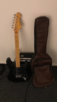 black stratocaster electric guitar with gig bag Enfield, 03748