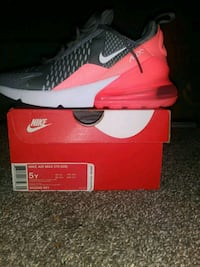 unpaired red and white Nike running shoe on box Coon Rapids, 55448