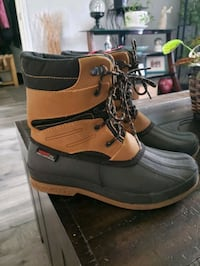 Youth winter boots size 6
