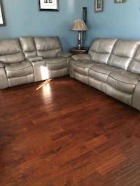 Used Free Couch In Midtown Must Come Pick Up For Sale In