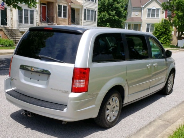 Chrysler - Town and Country - 2009 8