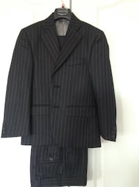 Perry Ellis navy stripe suit size 8 youth  Vaughan, L4L 6A9