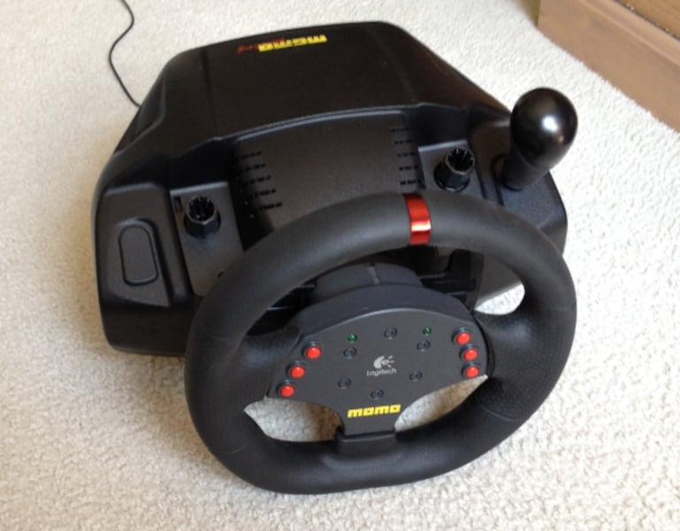 Logitech MOMO Racing Wheel With Pedals 2a672082-4319-4664-beb5-0ac7b49513a5