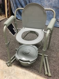 Gray commode chair Chicago, 60608