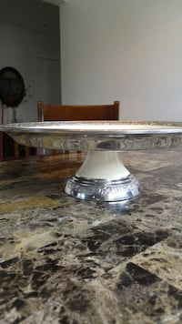 Platter. Footed. Made in India. WHITE + SILVER REDUSED Laval, H7W 1T7