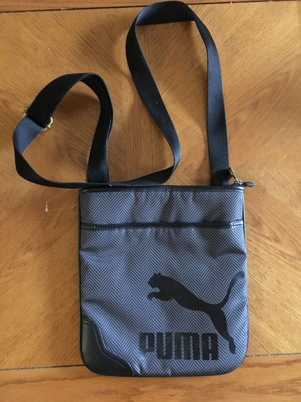 3e14a0c733b592 Used Black and gray duffel bag for sale in Mont-Royal - letgo
