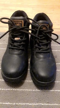 Pair of black leather work boots Toronto, M8V