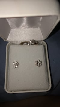 18k gold ring with matching earrings  Norfolk, 23505