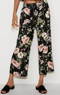 Mid Rise Floral Pull-On Cropped Pant (Original Price $70) Torrance