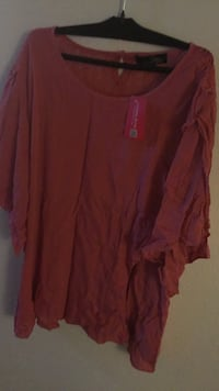 red scoop-neck long-sleeved shirt Brooks, T1R 0P1
