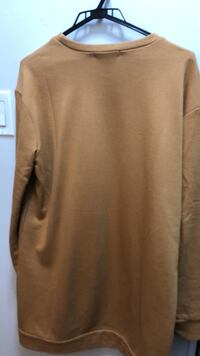 gray scoop neck long sleeve shirt New Westminster, V3L 1G2
