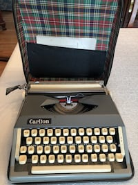 Carlton 1960's Vintage Manual Typewriter Kensington, 20895