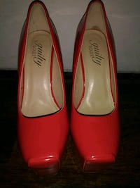***WOMEN'S SIZE 7 RED HIGH HEELS!***