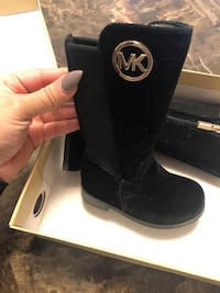 Black michael kors suede boots size 5 in toddlers  Waldorf, 20602
