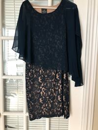 Lace teal dress size 6 From smoke and pet free home Only worn once