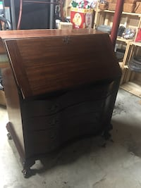 Mahogany 4 drawer bow front desk  Hedgesville, 25427