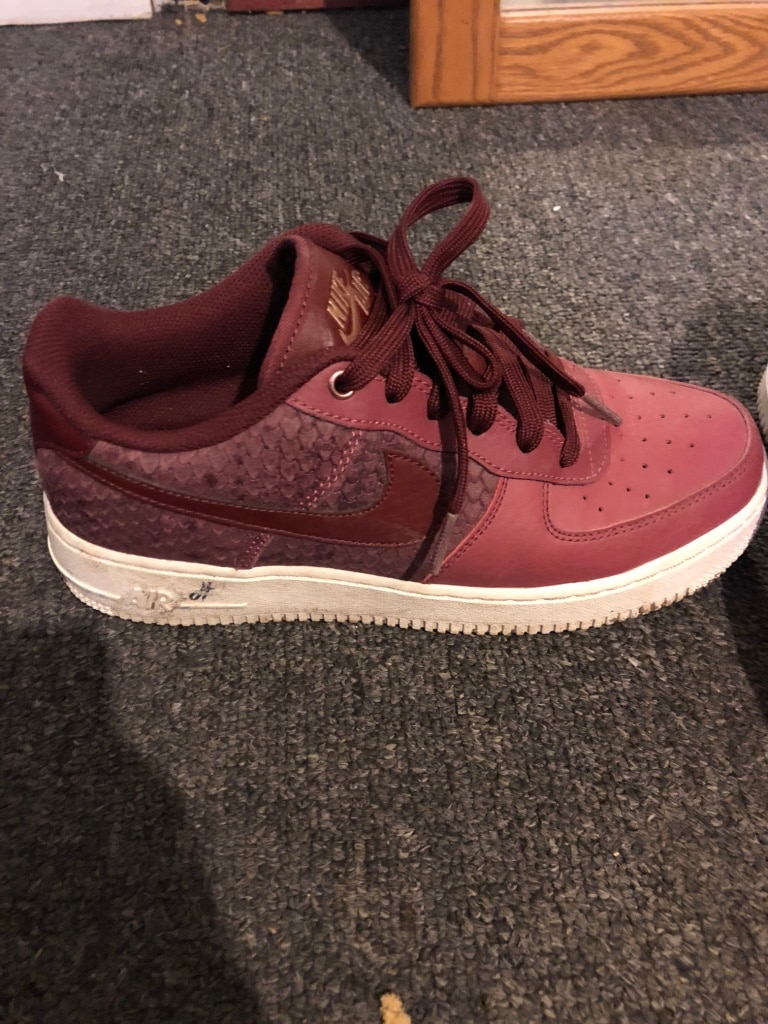 Photo Pair of red nike air force 1 low