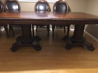 Brown wooden table with chairs Ajax, L1S 6S5