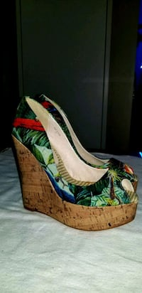 BN Material Girl Wedges size 38 Toronto, M6S 3N4