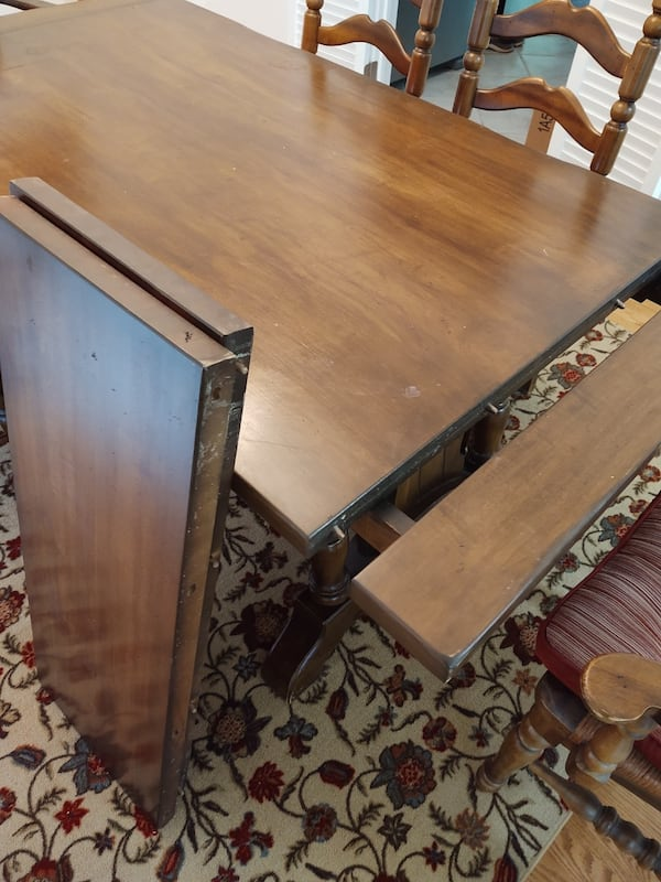 Large wooden table with 5 chairs 4414376d-c201-45bf-858c-d03c6fd8e255