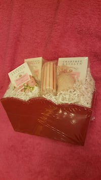 Crabtree and Evelyn gift basket 331 mi