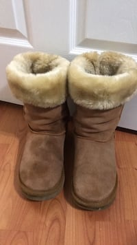 Uggs tall boots size 9 Toronto, M9V 4T5