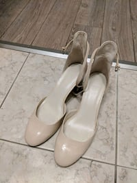 pair of white leather pumps Toronto, M5A