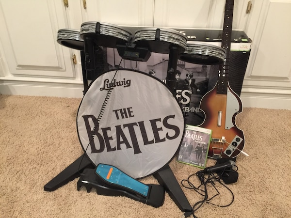 Xbox 360 The Beatles: Rock Band Limited Edition Premium Bundle