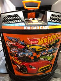 Hot Wheels and Other Vehicles with 2 Cases Tucson, 85713
