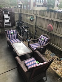 Beautiful Wicker Patio Set w/Cushions and Table!